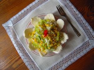 Sałatka z porów, kukurydzy, jabłka i mozzarelli